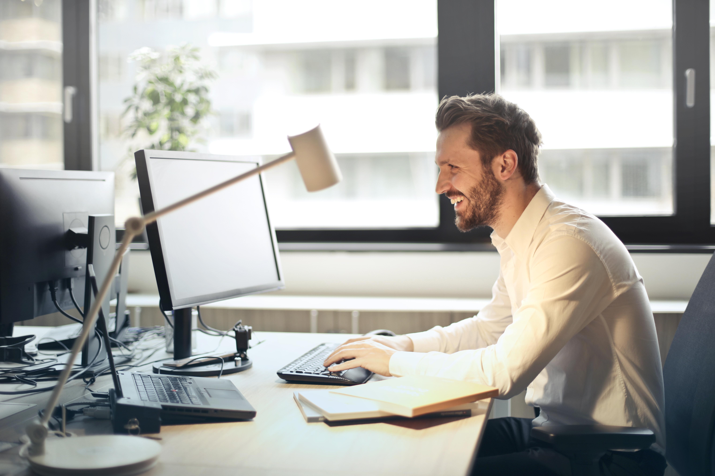 Zittend de dag door? Zo beperkt u de negatieve gezondheidseffecten van een werkdag!