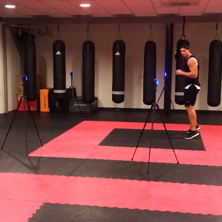 Kickbockser Rico Verhoeven traint met Witty SEM